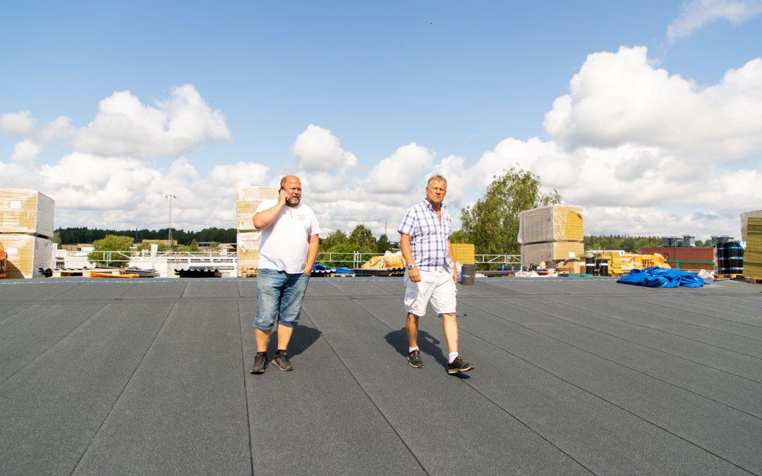 Hagmans Tak Mälardalen har monterat nytt tätskikt på Skjulstahallen i Eskilstuna